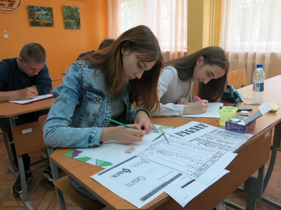 В Петровском филиале СГТУ прошёл мастер-класс по леттерингу