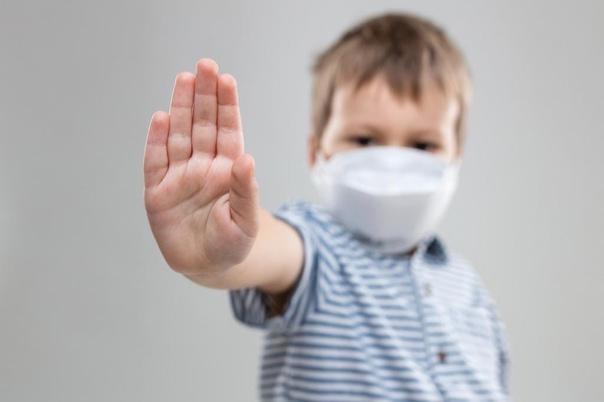 Дети должны носить маски в общественных местах, гд...