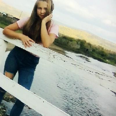 Анна Стукова