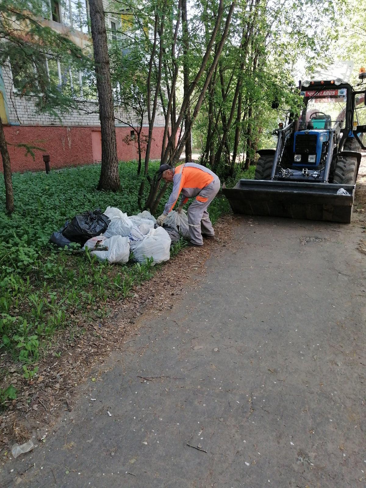 Вывоз мешков с мусором после субботников Широнинцев