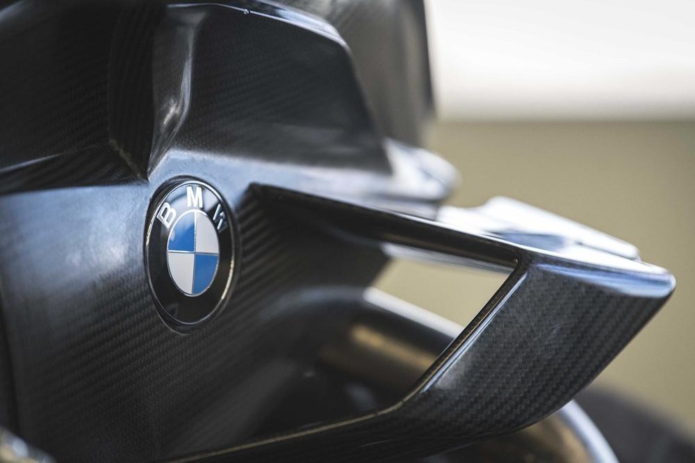 BMW M1000RR протестирвоали на треке