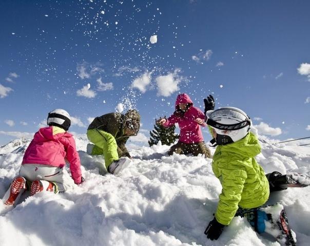 Не пропустите снежное веселье - выбирайте игру и бегите на улицу!