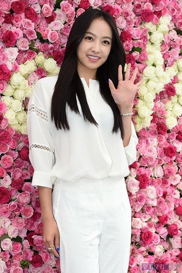 Виктория из f(x) переносит всю свою деятельность в Китай... Прощание с SM