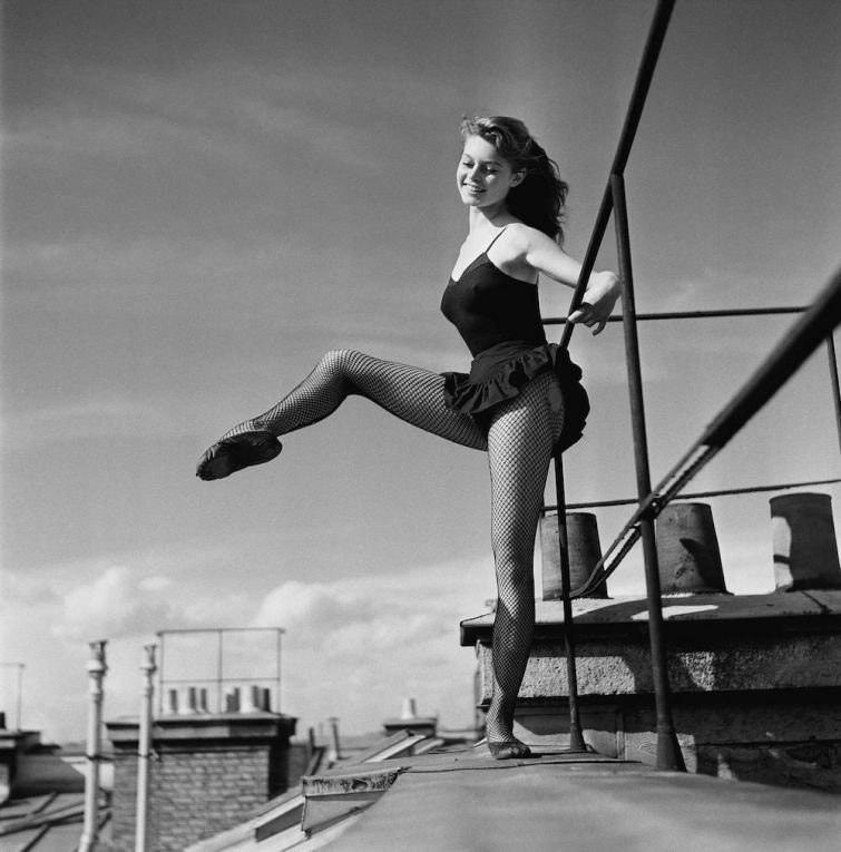 Вы знали, что Брижит Бардо профессионально занималась балетом в юности?