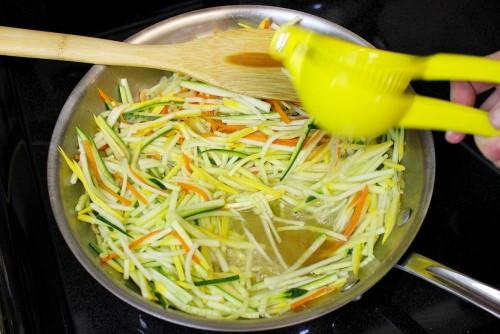 Салат из моркови и кабачков, изображение №8