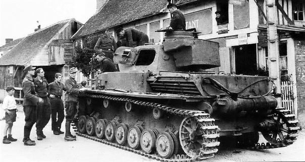 Pzpfw IV средний танк бронетанковых войск вермахта периода Второй мировой войны Самый массовый танк вермахта: выпущено 8 686 машин; серийно выпускался с 1937 по 1945 год.Первые три Pzpfw IV