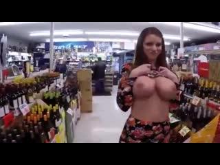 Оля Серябкина заствет большие голые сиськи в магазин на скрытую камеру слив показала огромную грудь дойки порно секс буфер Ольга