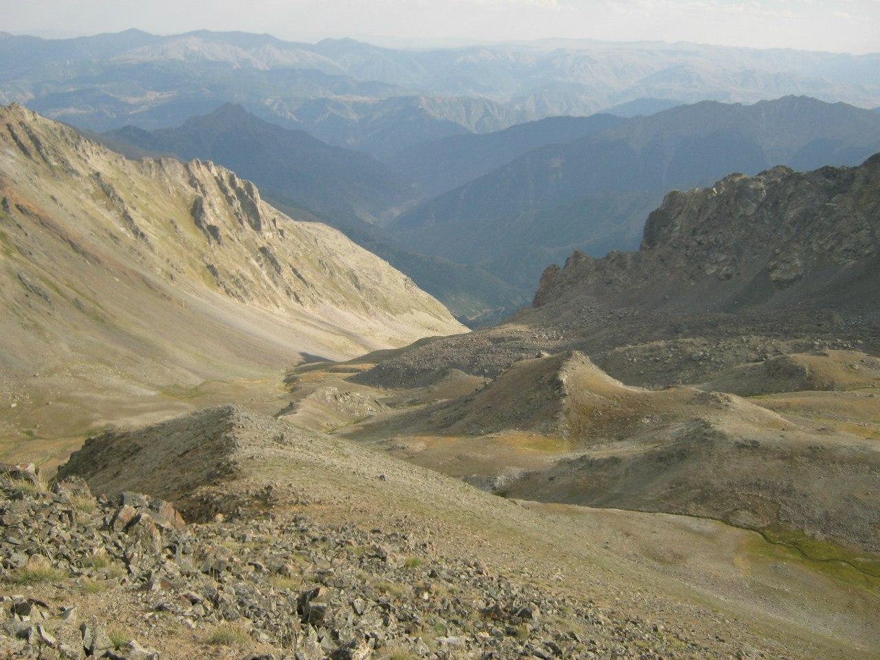 Пейзажи со хребта между районами Юсуфели и Испир