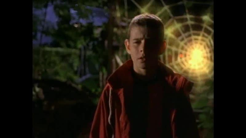 Мальчик попадает в паутину Отрывок из сериала Боишься ли ты темноты