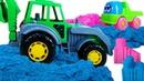 Видео для малышей. Клоун Гоша играет в машинки и собирает Кинетический песок в куличики!