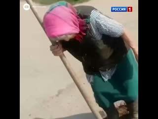Жители регионов чинят дороги своими рука...Россия 1 (1080p).mp4