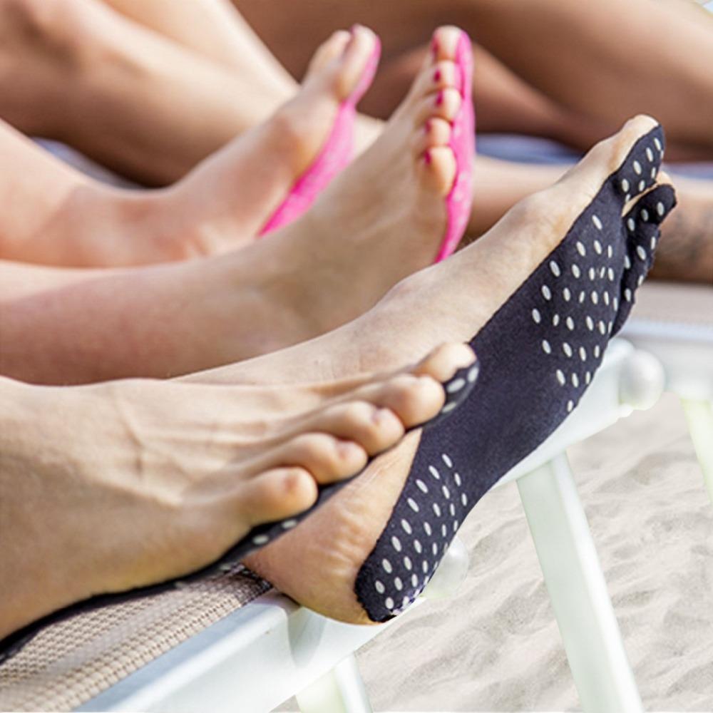 Стельки на липкой основе крепятся прямо к стопе и не спадают во время ходьбы или купания в них вы не подскользнетесь в б