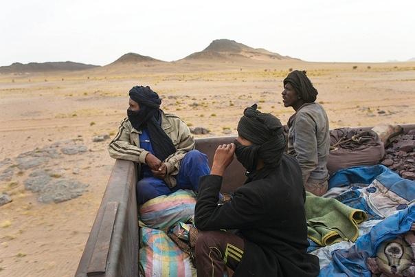 Самый длинный поезд в мире курсирует по Мавритании Это единственный способ для местных жителей попасть на океанское побережье. Они пересекают Сахару в грузовом вагоне. В Мавритании всего одна